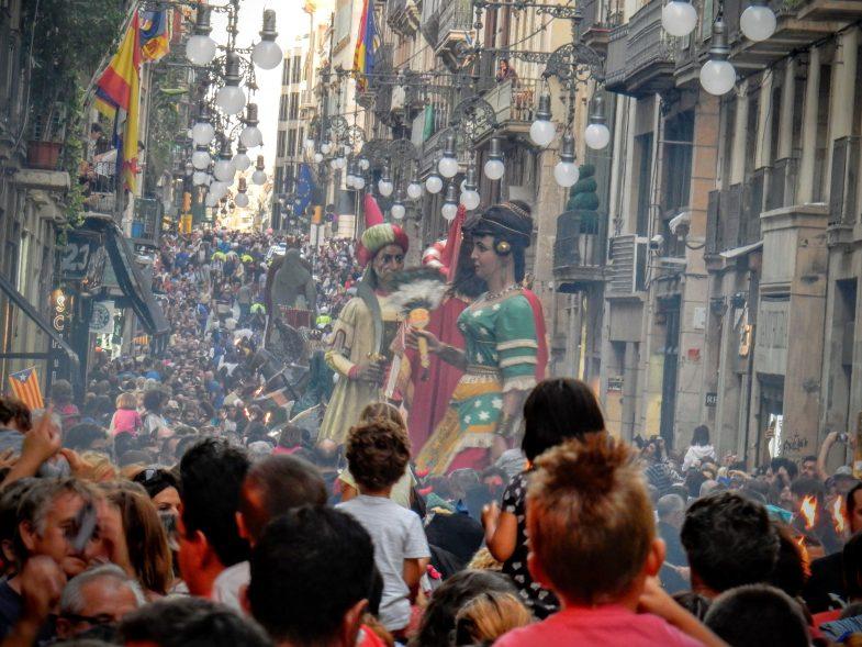 折しも年に一度のマルセ祭りが始まっていた
