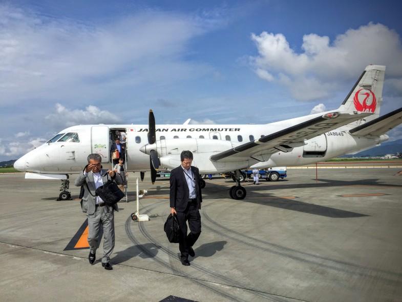福岡から高知龍馬空港へのフライトはこの3列シート。