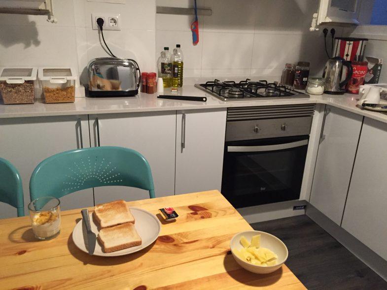 キッチンの無料朝食は皿洗いまで自分で