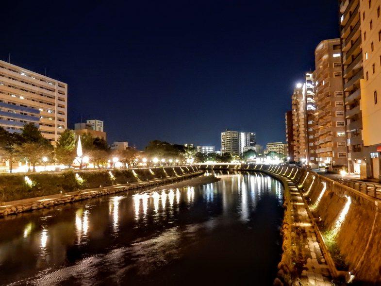甲突川の橋の上から鹿児島の夜景