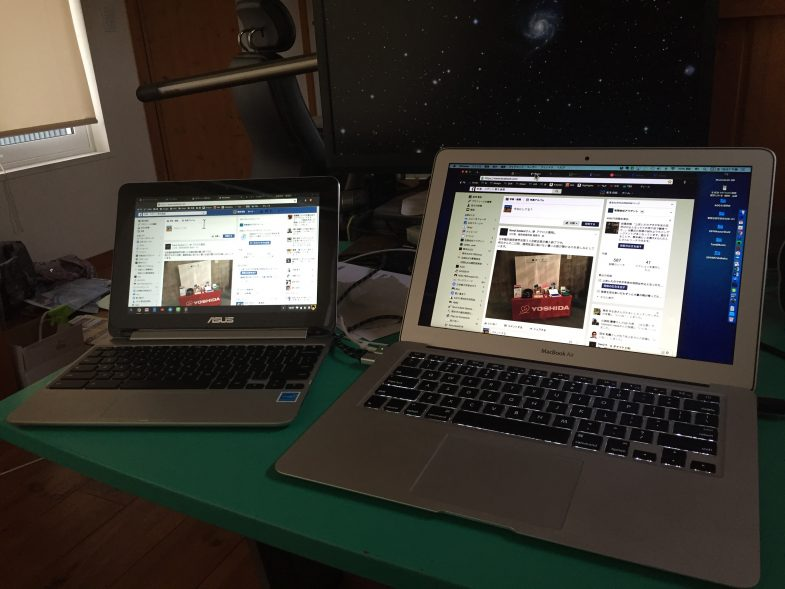 ChromebookとMacBook Airとを並べて
